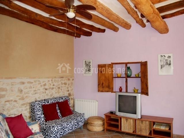 Casa celestino en alquezar huesca for Sala de estar madera