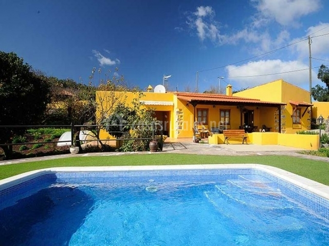 Finca la majadera ii en la esperanza tenerife for Casa rural con piscina independiente