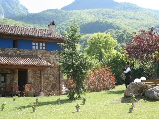 Casa la vega valle de bueida en ricabo quiros asturias for Casa rural jardin del desierto tabernas