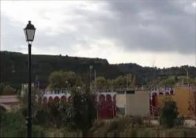 Plaza de toros roja y blanca