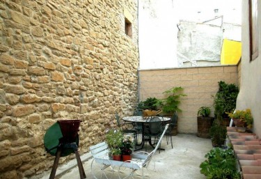 Patio with transportable barbecue