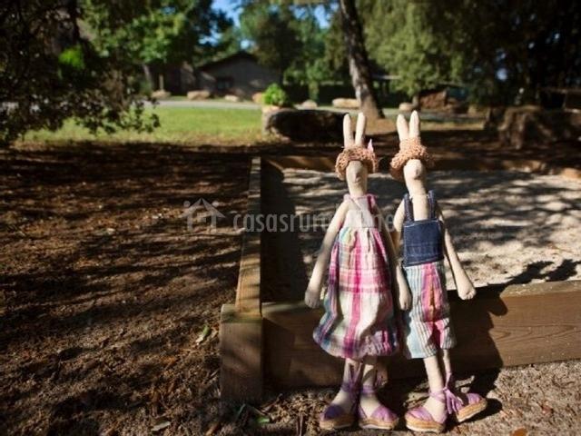Muñecos en el parque