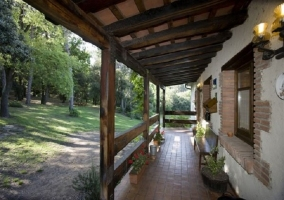 Fachada y porche