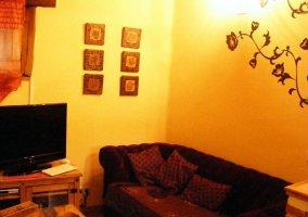 Salón con televisor