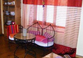 Mesa y sillas del salón