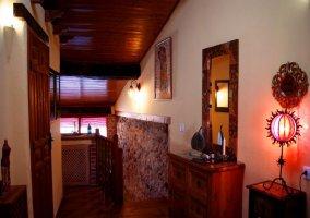 Cómoda y decoraciones del dormitorio