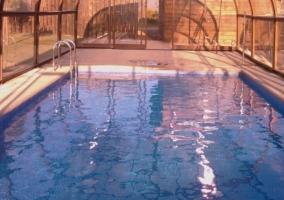 Interior de la piscina climatizada