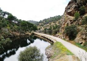 Puente antiguo en Almorox sobre el rio Alberche