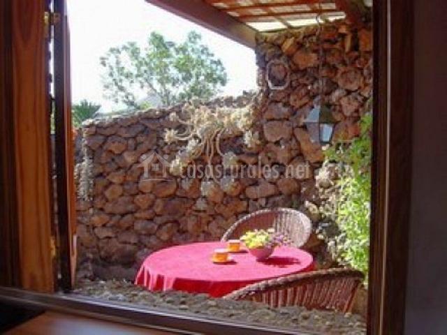 Villa amatista timanfaya en la vegueta lanzarote for Mesa porche