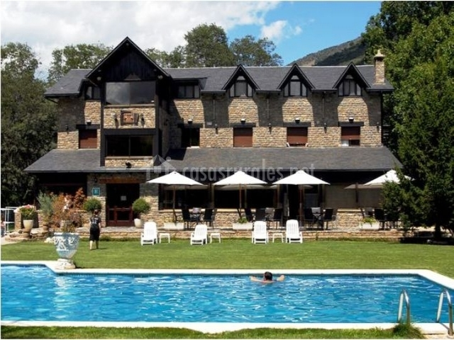 Hotel florido en les sorts lleida for Fachadas de hoteles de lujo