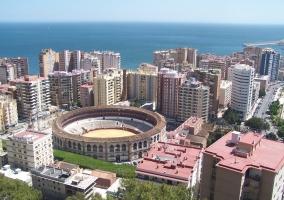 Plaza de toros y edificios en Málaga