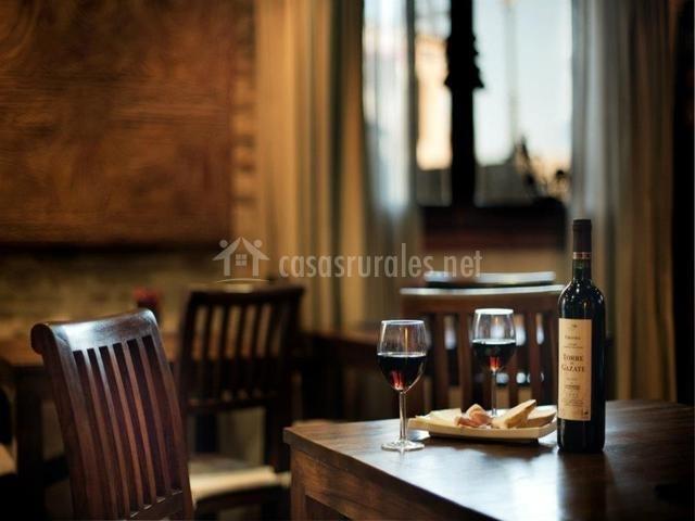 Bar con aperitivo