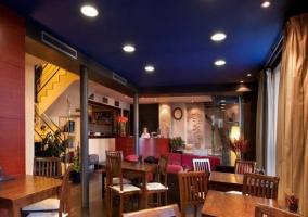 Bar con iluminación