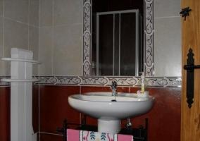 Cuarto de baño con radiador
