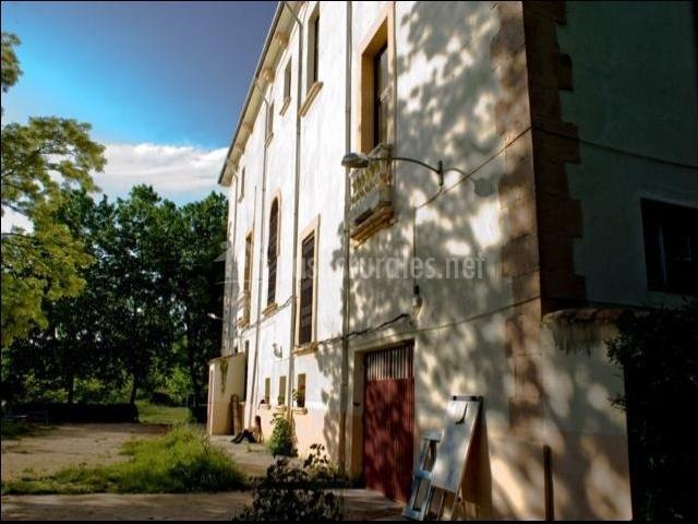 Vista lateral de la fachada de la casa