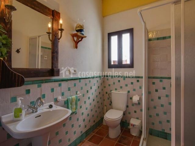 Casa rural los lirios en palenciana c rdoba for Cuartos de bano verdes