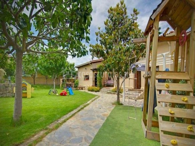 Casa abuhardillada en robledo de chavela madrid for Casa rural jardin del desierto tabernas