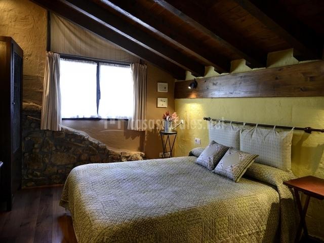 Dormitorio abuhardillado de matrimonio