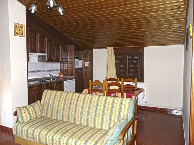 Salón y cocina abuhardillada