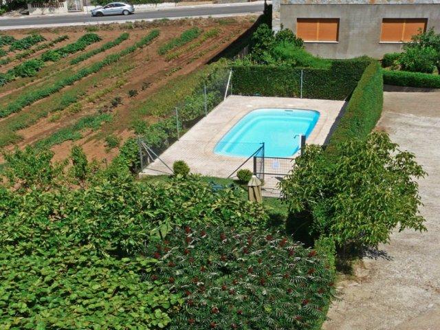 Vista aérea de piscina