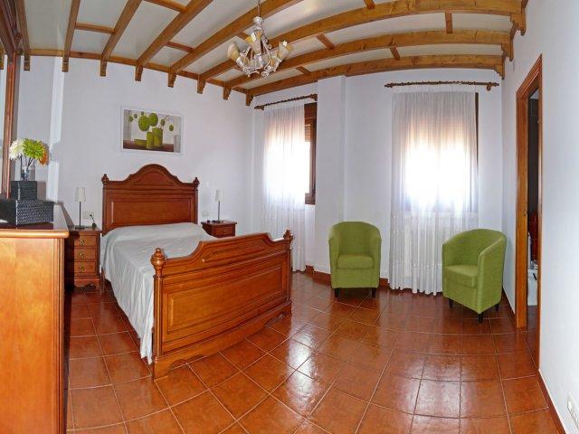 Dormitorio junto a cuarto de baño