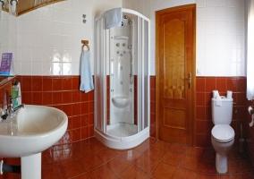 Cuarto de baño con hidromasaje