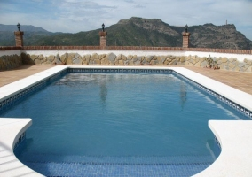 Vistas de la piscina y el entorno