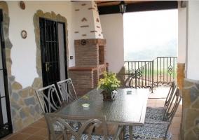 Vistas de la terraza con muebles de exterior y barbacoa