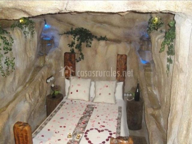 Dormitorio de matrimonio en ambiente romantico