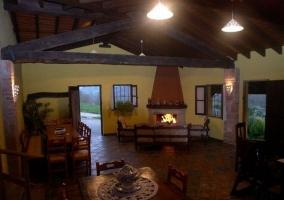 Vistas del porche con pared amarilla