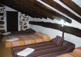 Buhardilla acondicionada como dormitorio