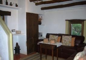 Salón con mobiliario antiguo