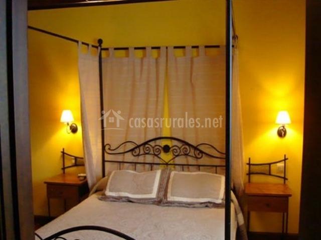 Dormitorio doble con dosel