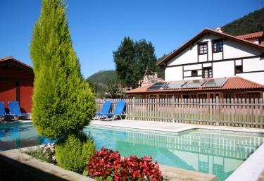 115 casas rurales con piscina en cantabria for Casas rurales con encanto y piscina