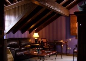 Dormitorio doble con sala de estar equipada