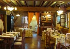 Restaurante con alacenas