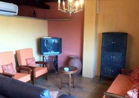 Salón con mobiliario