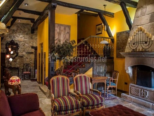 Hotel casa del marqu s en santillana del mar cantabria for Hoteles con chimenea