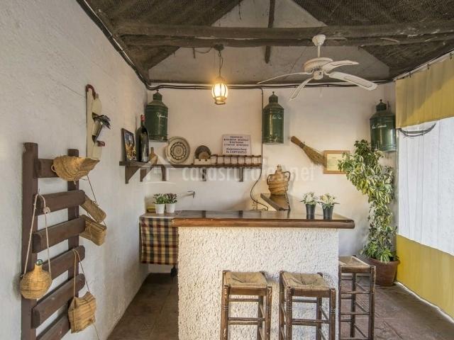 El horno en escoznar granada for Alquiler chiringuito madera