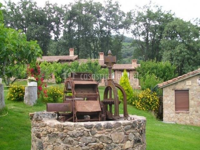 Higueral de la sayuela casa el acebo en el raso vila - Como decorar un jardin rustico ...