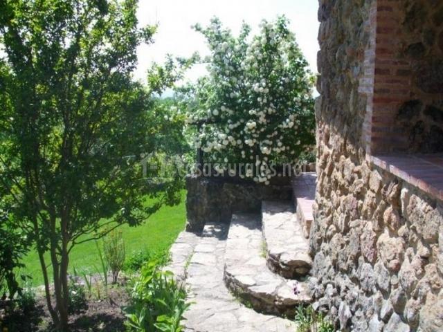 Vistas del acceso a la casa con escaleras