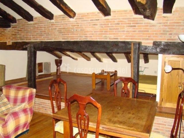 Hotel casona de la salceda en trece o cantabria for Sala de estar madera
