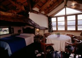 Sala de estar con cama doble
