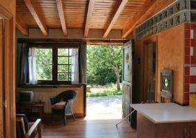 Sala de estar con salida al jardin