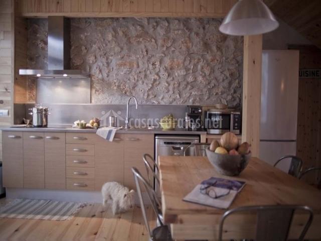 Cocina completa con muebles en beige