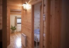 Distribuidor de madera a las habitaciones