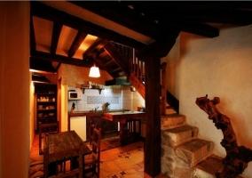 Cocina y escaleras