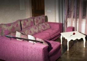 Salón con sofa en L