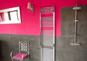 Silla y toallero del jacuzzi