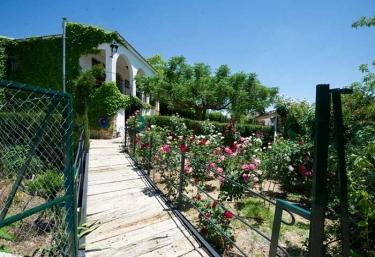 Jardines en acceso a la casa